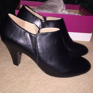NEW Naturalizer ankle boot 7-1/2 Wide
